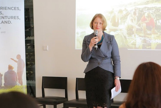 Đại sứ New Zealand tại Việt Nam - Bà Wendy Matthews.