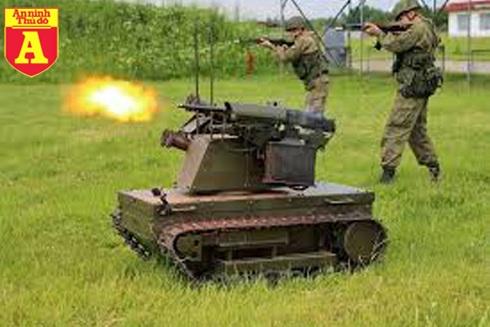Robot của Nga đang khai hỏa.