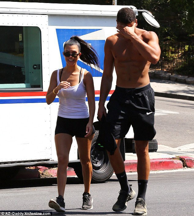 Tuần trước, cặp đôi vừa đi du lịch tại Ai Cập cùng nhau. Trở về nhà, họ đã nhanh chóng trở lại với phòng tập gym để gìn giữ sức khỏe và dáng vóc.