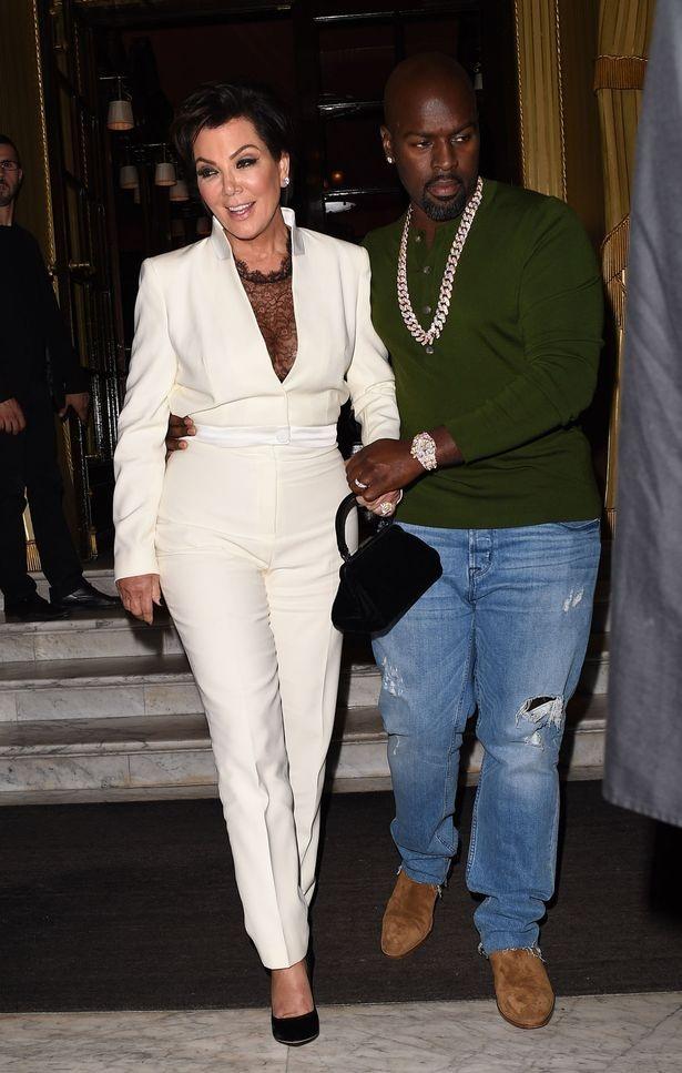 Bà Kris Jenner là người quản lý của các con gái mình, sự khéo léo vun vén của bà đã giúp đại gia đình cô Kim kiếm được cả trăm triệu đô la mỗi năm