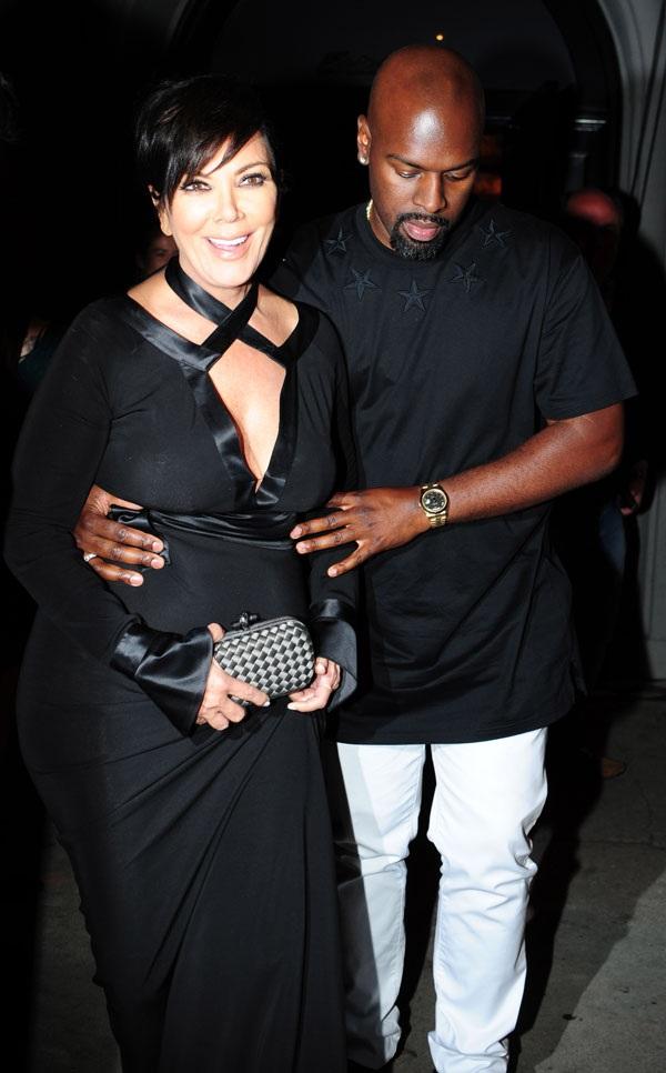 Kris hẹn hò với Corey từ cuối năm 2014 sau khi bà ly dị chồng Bruce Jenner vì phát hiện ông là người đồng tính. Chồng cũ của bà Kris giờ đã chuyển giới thành phụ nữ và rất thân thiết với vợ cũ