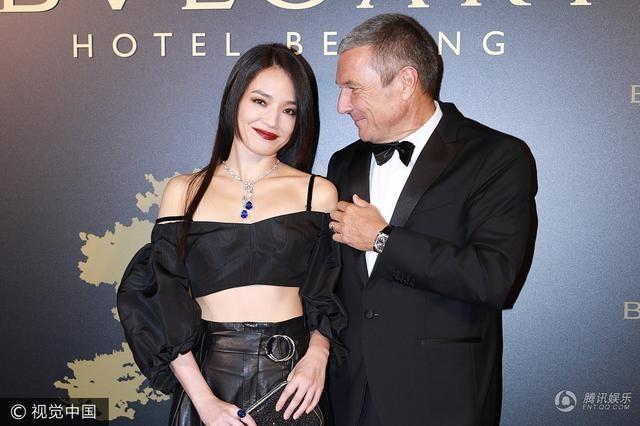 Thư Kỳ diện áo crop top rất thời trang và sành điệu cùng lối trang điểm ấn tượng tại một sự kiện ở Bắc Kinh, Trung Quốc, tối 27/9.