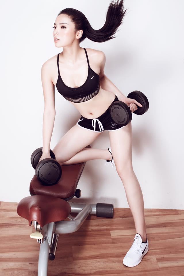 Nhìn vóc dáng của Hoa hậu Kỳ Duyên giờ đây khó mà hình dung ra một Kỳ Duyên từng có thời kì bị chê béo với cân nặng tới gần 70kg. Nhờ nỗ lực ăn kiêng và tập thể dục nên thân hình của Kỳ Duyên ngày càng mảnh dẻ hơn.