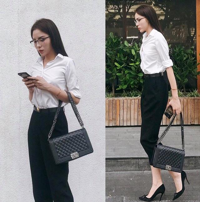 Cô chọn sơ mi trắng và quần âu đen đơn giản, thanh lịch.