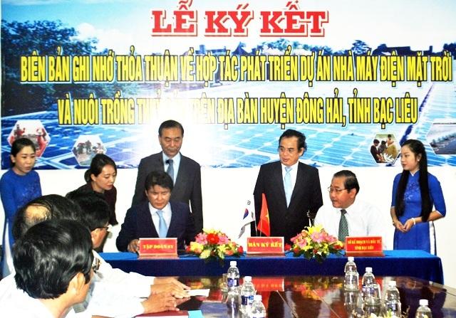 Lễ ký kết giữa tỉnh Bạc Liêu và Tập đoàn SY của Hàn Quốc về xây dựng Nhà máy điện mặt trời tại tỉnh Bạc Liêu.