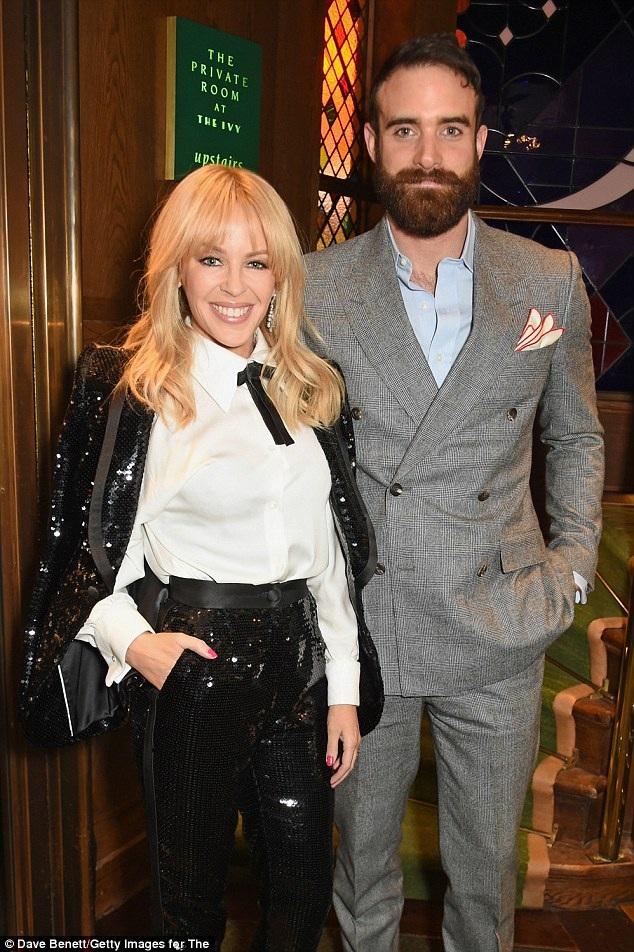 Kylie Minogue và tình trẻ khi còn hạnh phúc bên nhau.