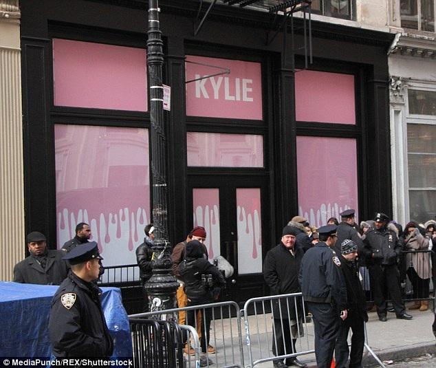 Các cửa hiệu của cô bày bán quần áo, nữ trang và mỹ phẩm
