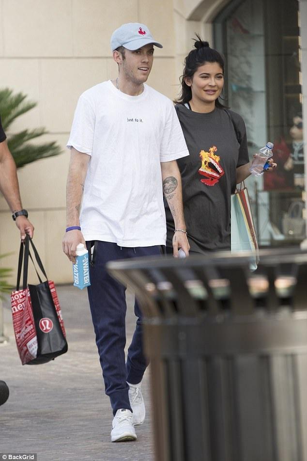 Kylie đượ cho rằng đang mang thai khoảng 4 tháng.