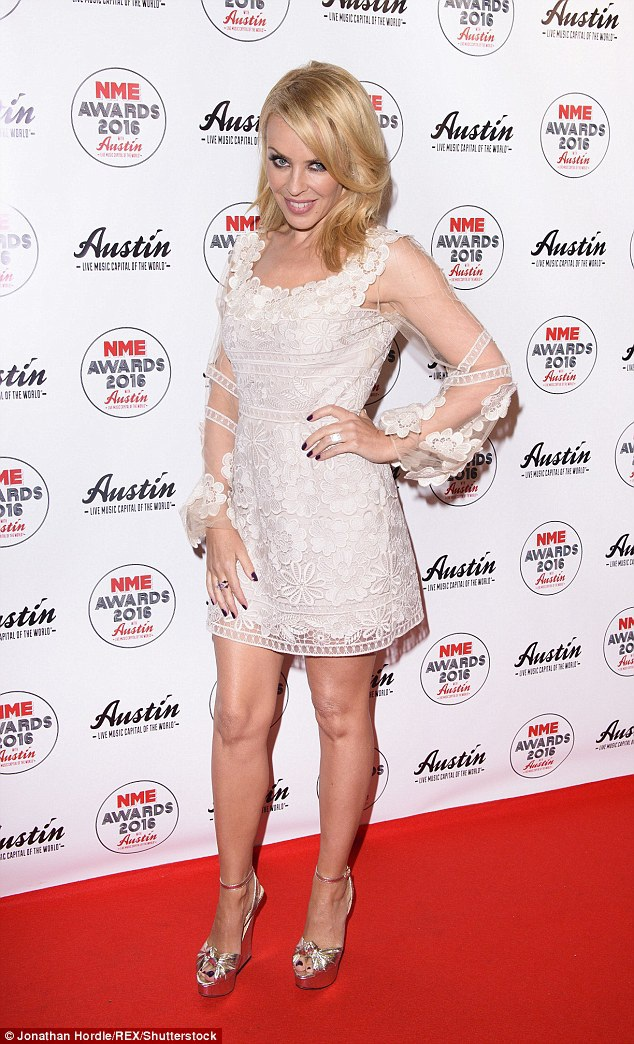 Dù xinh đẹp và giàu có, nhưng Kylie Minogue lại khá trắc trở trong chuyện tình cảm.