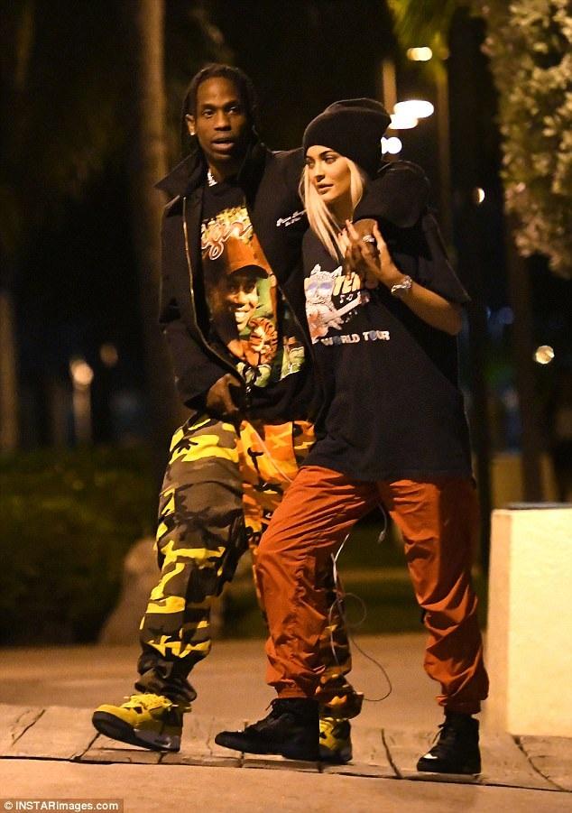 Kylie và Travis bắt đầu hò hẹn từ tháng 4/2017.