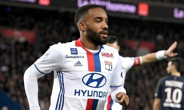 Lyon từ chối đề nghị của Arsenal ở vụ Lacazette