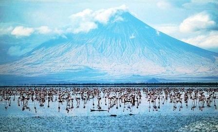 Kỳ lạ những hồ nước đổi màu đẹp đến khó tin trên thế giới - 10