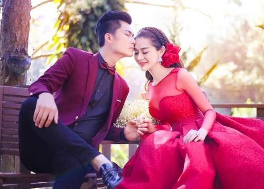 Lâm Khánh Chi bất ngờ tung ảnh làm cô dâu cực kỳ bắt mắt. Với chiếc váy cưới lộng lẫy bên chồng. Ảnh cưới của cặp đôi được thực hiện tại Đà Lạt.