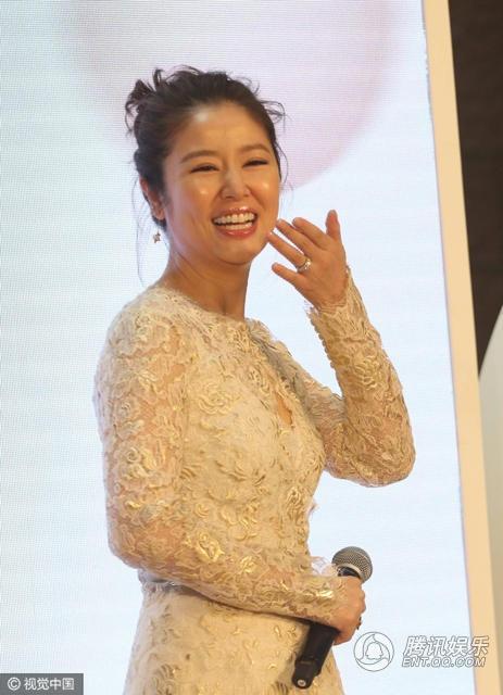 Nụ cười hạnh phúc của nữ diễn viên xinh đẹp.