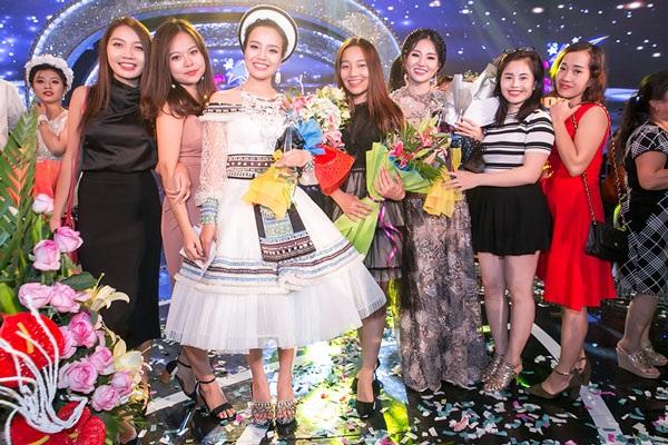 """Bất ngờ cô gái Nùng giành quán quân sao mai 2017, nhận """"cơn mưa"""" giải thưởng - 8"""