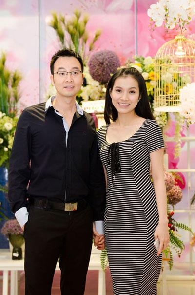 Hiện tại, Hoa hậu có cuộc sống gia đình êm ấm bên người chồng tiến sĩ cùng hai con.