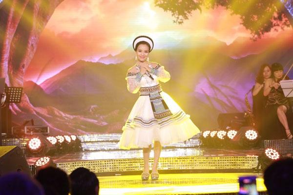 """Bất ngờ cô gái Nùng giành quán quân sao mai 2017, nhận """"cơn mưa"""" giải thưởng - 5"""
