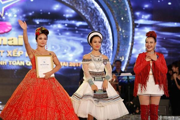 """Bất ngờ cô gái Nùng giành quán quân sao mai 2017, nhận """"cơn mưa"""" giải thưởng - 6"""