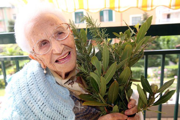 Bí quyết tránh xa ung thư của ngôi làng sống thọ nhất thế giới - 2