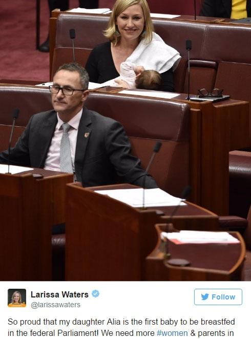 Nghị sĩ Waters đăng ảnh cho con bú tại quốc hội trên mạng xã hội Twitter
