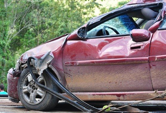 Cậu bé 13 tuổi chạy trốn cảnh sát trên chiếc xe bị lấy cắp trước khi gây tai nạn (Ảnh minh họa)