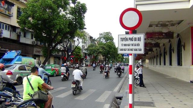 Hà Nội cấm phương tiện lưu thông mốt số tuyến phố trên địa bàn quận Hoàn Kiếm phục vụ phố đi bộ