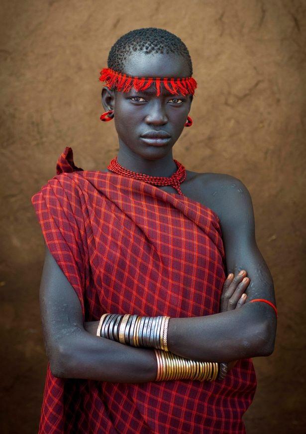 Phụ nữ của bộ lạc bị hấp dẫn bởi những người đàn ông béo và lễ hội được coi là một cơ hội tốt để các chàng trai thể hiện sự quyến rũ của mình.