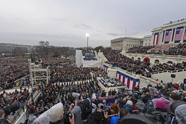 Hàng trăm nghìn người đã có mặt bên ngoài Điện Capitol để chờ đón lễ nhậm chức của Tổng thống đắc cử Trump. (Ảnh: AFP)
