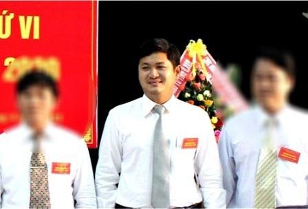 Ông Lê Phước Hoài Bảo (giữa) được bổ nhiệm làm Giám đốc Sở KH-ĐT khi mới 30 tuổi