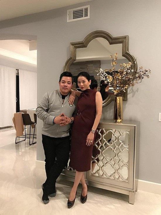 Nam ca sĩ Quang Lê tuần qua cũng hé lộ không gian sang trọng bên trong căn biệt thự vừa mới tậu của Lệ Quyên trong khối tài sản kếch xù của cô.