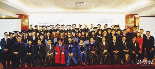 Lễ Tốt nghiệp năm 2016 tại Broward College Vietnam