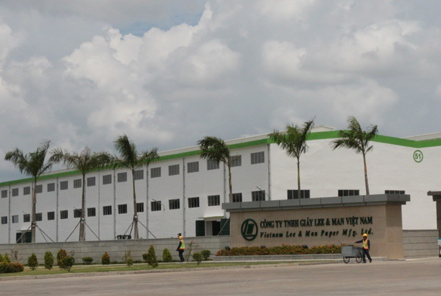 Nhà máy giấy Lee & Man Việt Nam (tại Hậu Giang) đang trong thời gian chạy thử nghiệm nhưng đã gây ô nhiễm môi trường