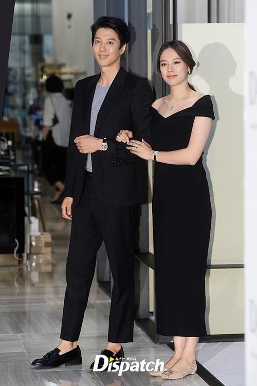 Lee Dong Gun tháp tùng vợ bầu đi dự sự kiện - 5