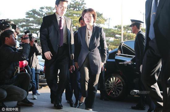 Bà Lee Jung-mi tới tòa trước khi Tòa án Hiến pháp ra phán quyết về số phận chính trị của Tổng thống Park Geun-hye. (Ảnh: Sina)