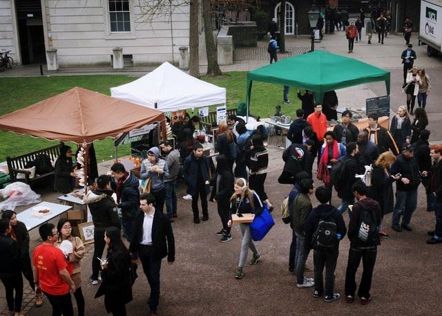 Gần 1000 sinh viên quốc tế háo hức xếp hàng thưởng thức bánh mì, phở bò Việt - 12