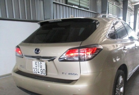 Một xe sang nhãn hiệu Lexus nhưng biển số, giấy tờ lại là của xe mang nhãn hiệu Daewoo