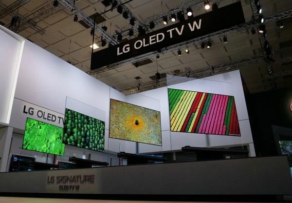 """Mẫu TV LG Signature OLED W được trưng bày tại IFA là mẫu TV được đánh giá cao và được Hiệp hội Hình ảnh và Âm thanh châu Âu (EISA) công nhận là """"TV OLED tốt nhất"""""""
