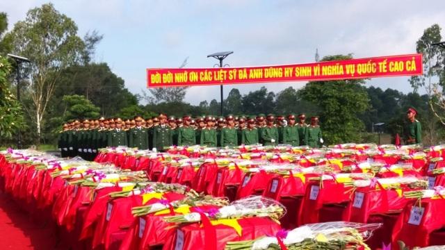 Trước giờ an táng hàng trăm hài cốt liệt sĩ tại Nghệ An, tháng 5/2017.
