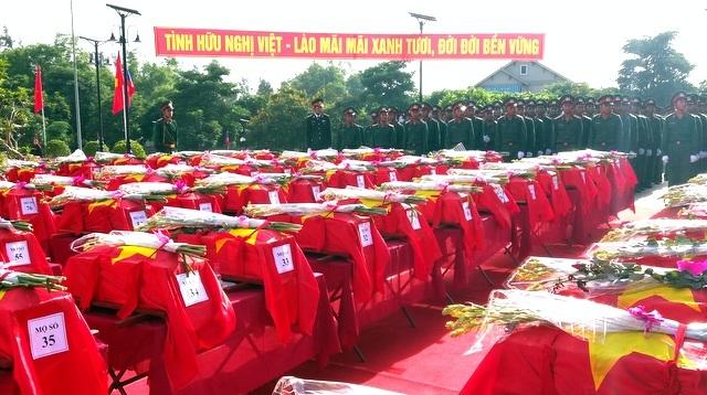 Hài cốt liệt sĩ quân tình nguyện và chuyên gia VN hy sinh tại Lào.