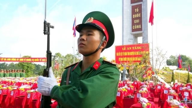 An táng 104 hài cốt quân tình nguyện, chuyên gia Việt Nam hy sinh tại Lào - 2