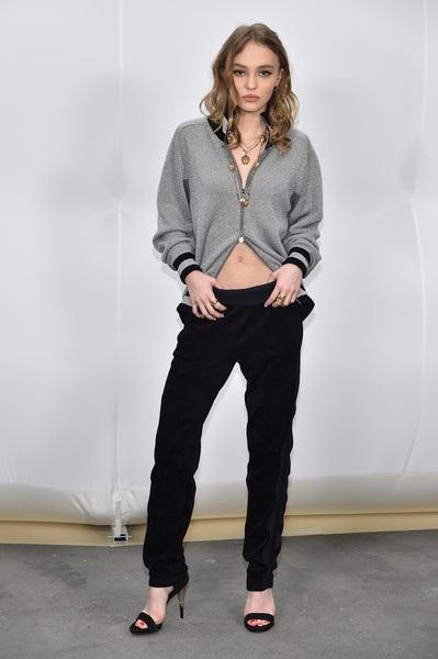 Con gái cướp biển Johnny Depp 18 tuổi và đang là gương mặt quảng cáo của nhãn hiệu này