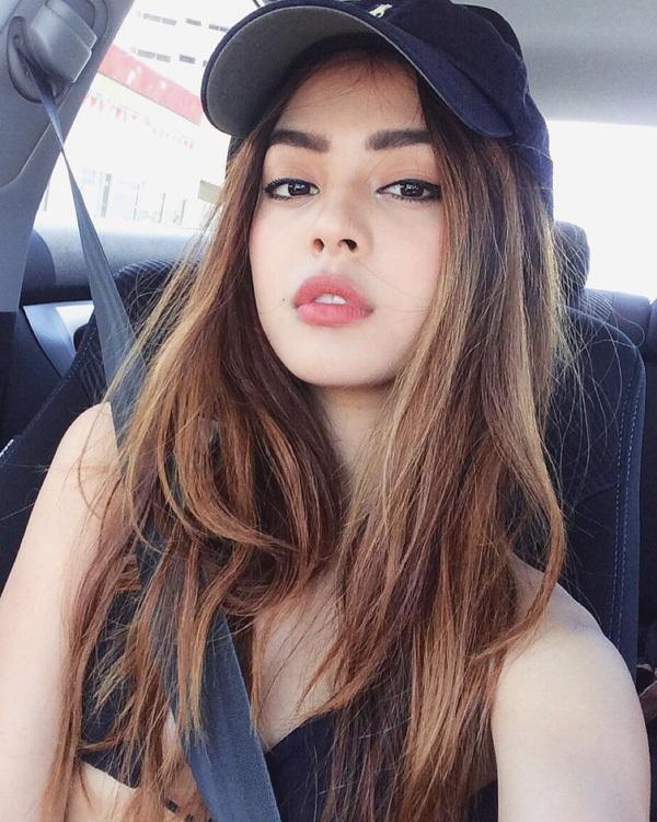"""""""Hot girl Instagram"""" khoe món bánh mì khiến fan Việt thích thú - 7"""