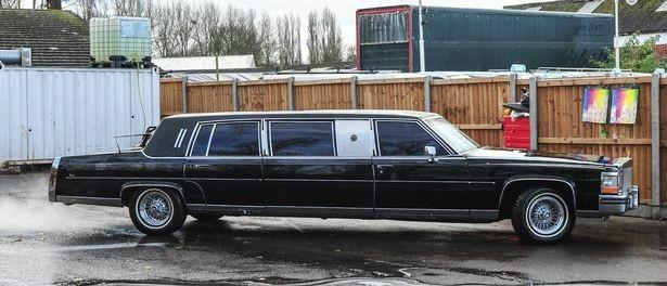Limousine cũ của ông Trump được trang bị những gì? - 1