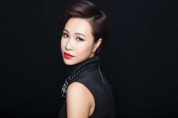 Uyên Linh chia sẻ, gần 10 năm đi hát, cô chưa bao giờ được đi chơi đêm Giáng sinh.
