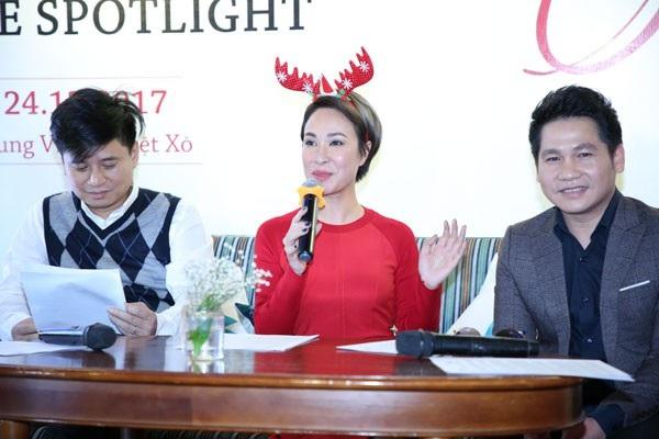 """Uyên Linh và ca sĩ Trọng Tấn, Tấn Minh tại buổi giới thiệu đêm hòa nhạc Giáng sinh """"Imagine"""" mới đây tại Hà Nội."""