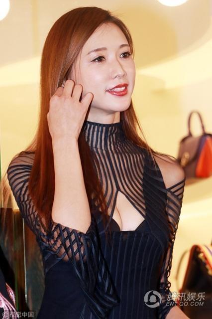 Lâm Chí Linh, dù không còn trẻ, nhưng vẫn luôn là sự lựa chọn hàng đầu của các nhãn hiệu tại châu Á. Sau khi chia tay sàn diễn thời trang, Lâm Chí Linh chuyển hướng làm diễn viên và nhà sản xuất các chương trình truyền hình. Chính vì vậy, sức hút của người đẹp họ Lâm chưa bao giờ giảm sút tại châu Á.