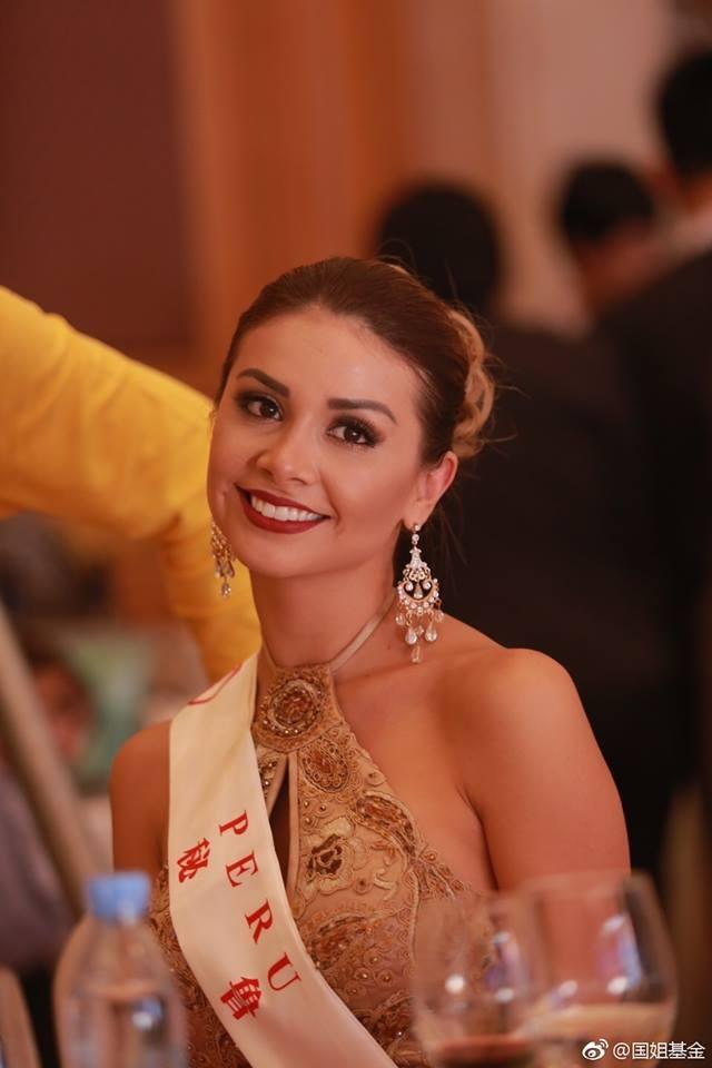 Hoa hậu Mỹ Linh diện áo dài trắng trong tiệc từ thiện của Hoa hậu Thế giới 2017 - 11