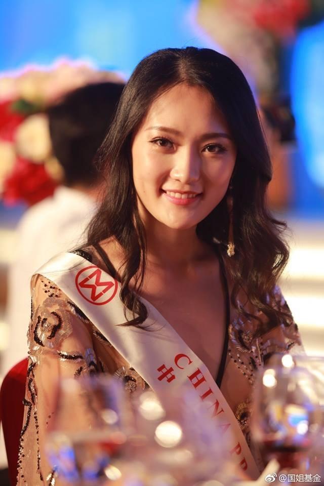 Hoa hậu Mỹ Linh diện áo dài trắng trong tiệc từ thiện của Hoa hậu Thế giới 2017 - 7