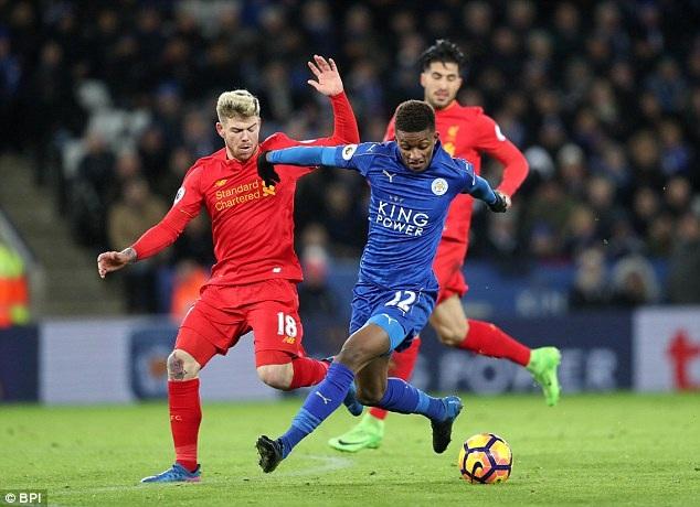 Liverpool (áo đỏ) đã thua tan tác trên sân Leicester vào hồi đầu tuần