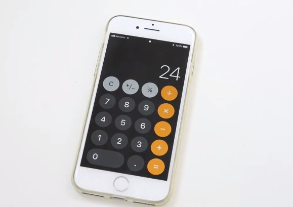 """Kết quả cho phép tính """"1+2+3"""" trên ứng dụng máy tính của iOS 11 là """"24"""""""